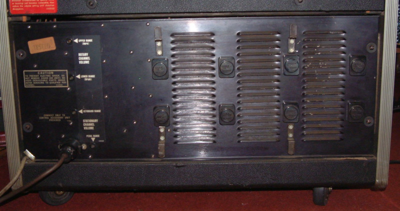 Leslie Hl822 http://manningsmusicals.co.uk/amplification/leslie-hl822-rotary-speaker-combo/